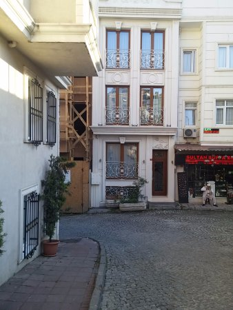 Ada Hotel Istanbul: Great location within walking distance of food and ancient sites. This is a great neighborhood!