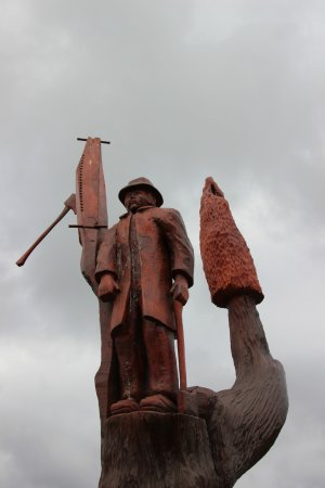 Legerwood, Australia: Another carving