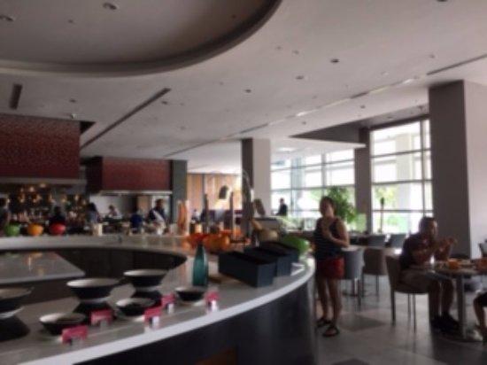 Pullman Miri Waterfront: Pullman Kitchen Outlet , Lobby Level Breakfast Area