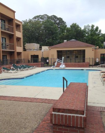 Courtyard Virginia Beach Norfolk: Clean p[ool
