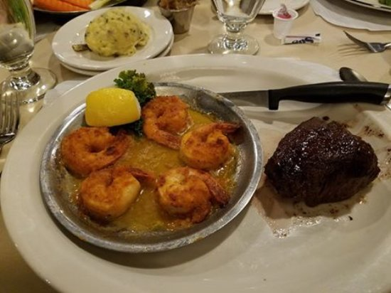 Waupaca, WI: Steak and broiled shrimp combo. Excellent!!