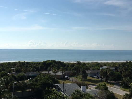 Hampton Inn Cocoa Beach/Cape Canaveral: View from the balcony in our room.