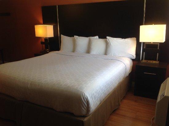 San Mateo, CA: Bed