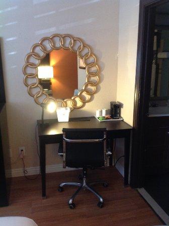 San Mateo, CA: Mirror and Desk