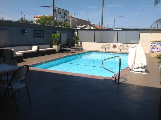 San Mateo, CA: Pool area