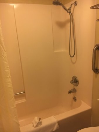 Monteagle, TN: Standard Tub shower combo
