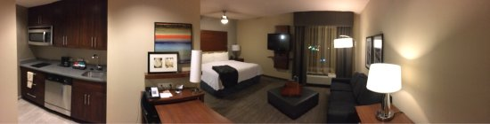 Homewood Suites by Hilton Springfield: My suite, my home for the next 5 days. Pure comfort.