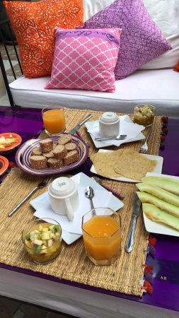 Dar Charkia: Typical morning breakfast, a little cooked, a lot fresh