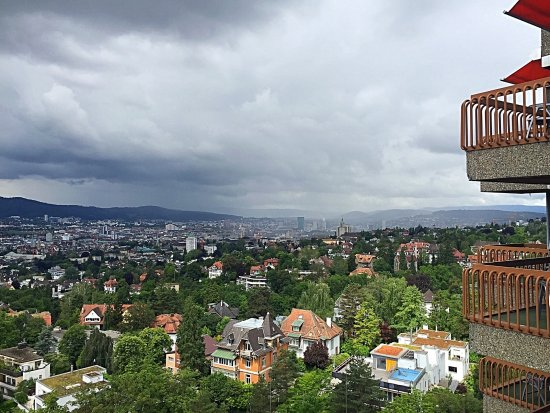 Dolder Waldhaus: Ausblick vom Balkon Richtung Zürich