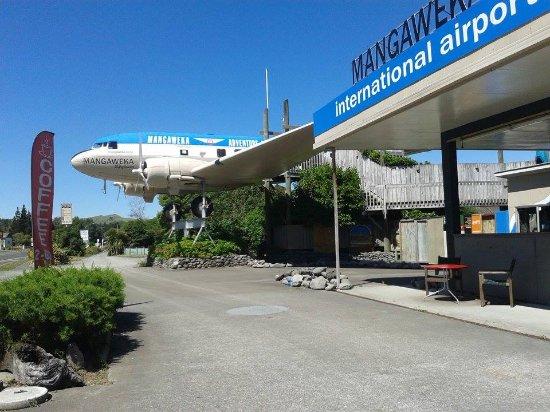 Hiway Koffee @ the DC3 plane Mangaweka International Airport