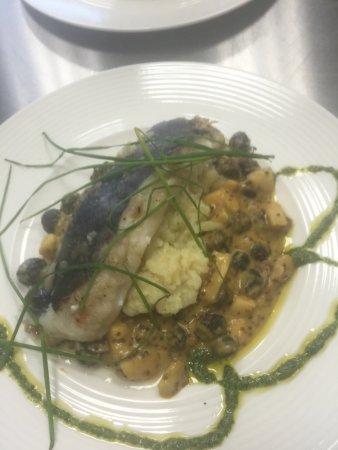"Borgarnes, Islandia: Oven roasted Cod ""baccalá"" White vine marinated raisins and apples Mashed potatoes and 3 mustard"