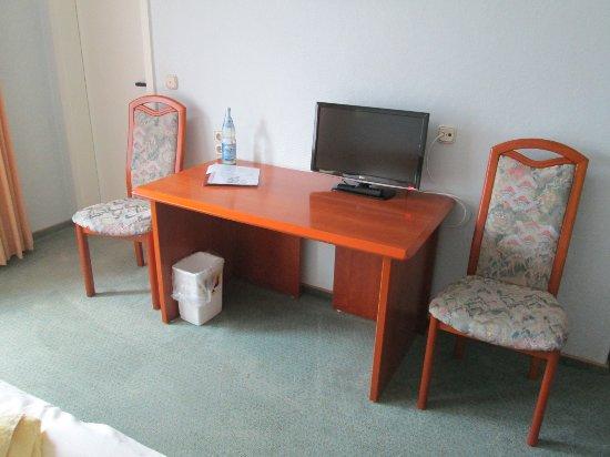 Hotelferienanlage Friedrichsbrunn: Sitzecke mit TV-Gerät
