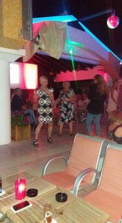 Club Belcekiz Beach Hotel: great time in hotel bar