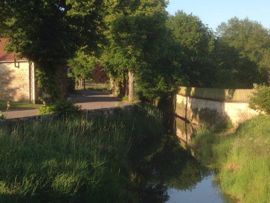 Grandchamp, Francia: Aan dit weggetje ligt de chambres d'hotes