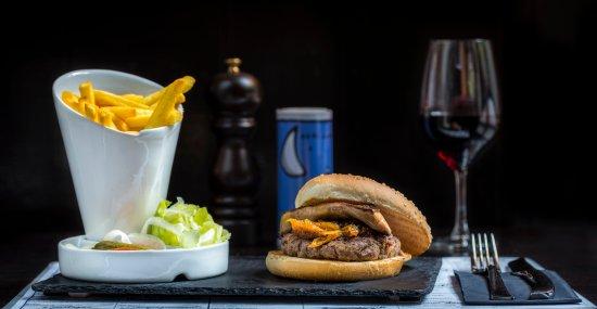 Demi-Lune Cafe & La Salle a Manger : Burger rossini