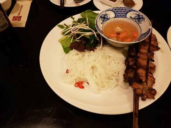Hanoi Legacy Hotel - Hang Bac : Hotel room and food nearby