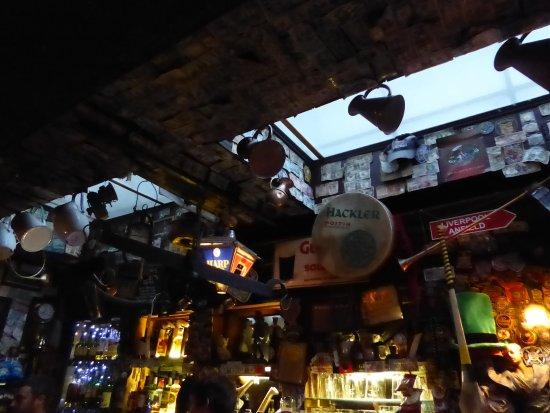 The Brazen Head: Bancone del pub