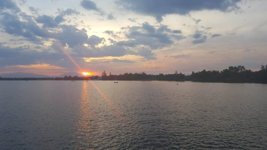 Cinnamon Cruises: Sunset Dinner Cruise