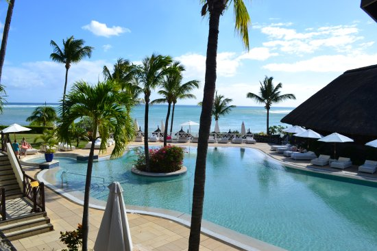Maritim Resort & Spa Mauritius: Main pool with bar to right of picture