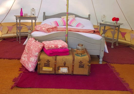 Cefn Crib Caravan Park: One of the glamping tents