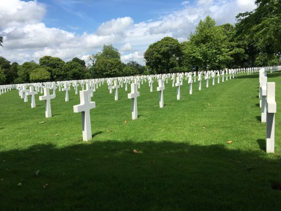 Saint James, Francja: Amazing. A must see honored tribute to our hero's. Thank you France.
