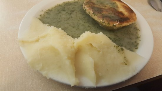 S & R Kelly & Sons: Pie, mash, and liquor