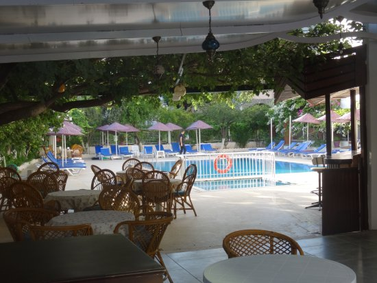 Doruk Hotel & Suites: Pool side