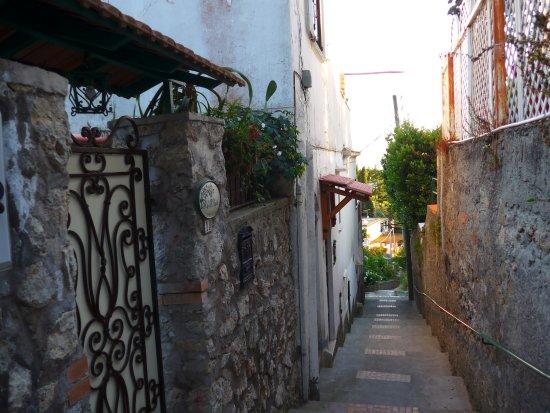 B&B Angelide: Entrance to no. 19, Via Follicara