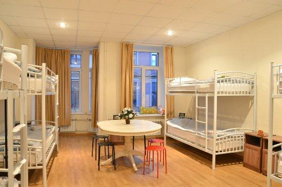 Koffer Residences Hostel: Восьмиместный номер
