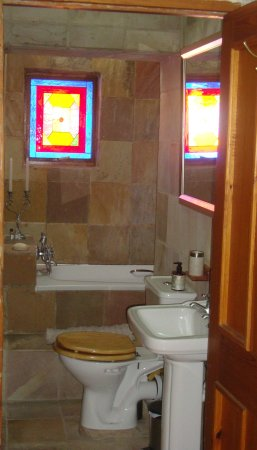 Hope Villa Bed & Breakfast: Family Suite bathroom