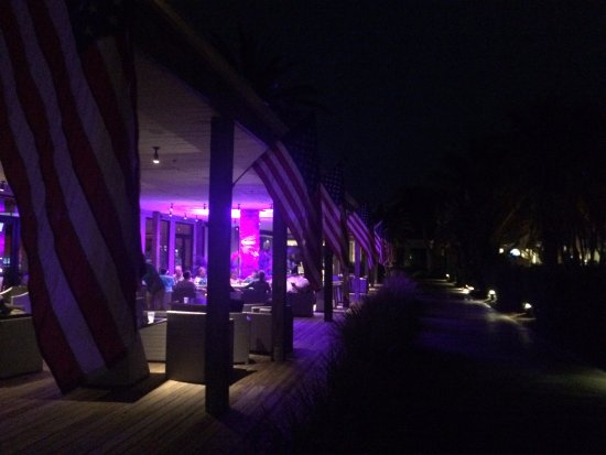Port Saint Lucie, FL: Slice Bar patio at night