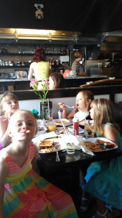St. Catharines, Canada: The young ladies had grilled cheese homemade fries, mac and cheese cucumber slices chicken tende