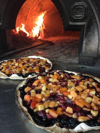 Marlia, Italien: Focaccia con frutta fresca...