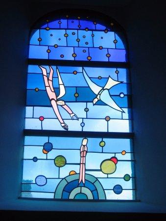 Marche-en-Famenne, Bélgica: Eglise romane St Etienne ; Vitrail de J-M Folon