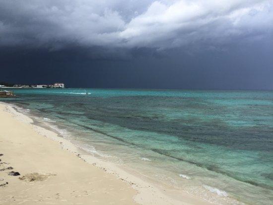 Marley Resort & Spa: beach next to hotel