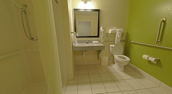 Sleep Inn Emporia: Our Clean, Comfortable Guest Bathroom