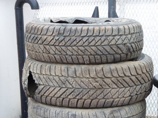 Yukon, Canada: Sharp shale rocks puncture tires