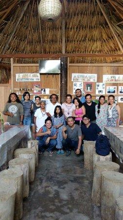 Lacanjá, México: Foto del recuerdo con la familia Chankin en su restaurante.