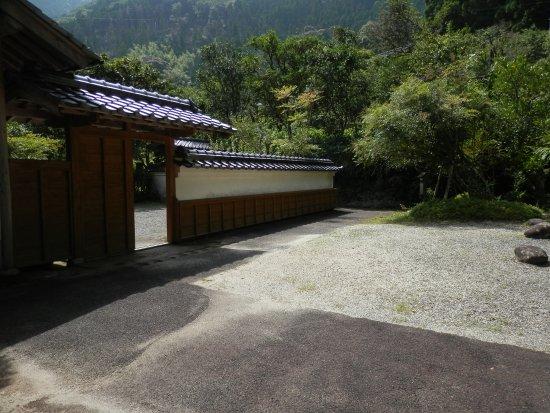 Shintaro Nakamura Hall : 生家の縁側から眺める庭