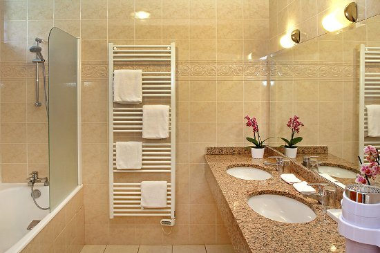 Plonevez-Porzay, ฝรั่งเศส: salle de bain duplex Ecuries
