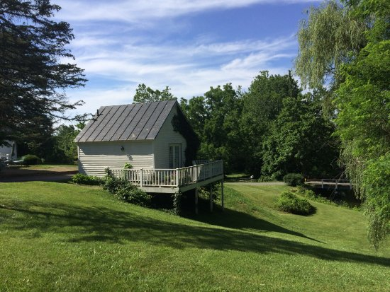 Sperryville, VA: View of the Carriage House
