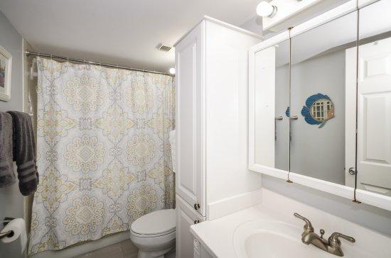 Sea Club Rentals: Bathroom