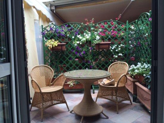 Hotel San Carlo: Balcón de la habitación, un oasis en la ciudad