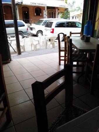 Tortas Korita / Tacos del Rin: inside seating