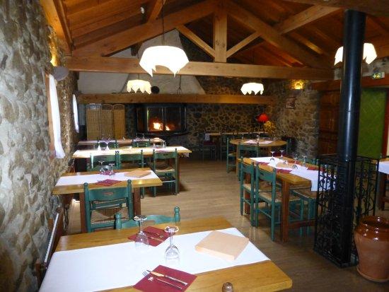 Angoustrine, Francia: Salle chauffée au feu de cheminée