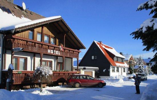 Hotel Waldfrieden: Hotel Winteransicht