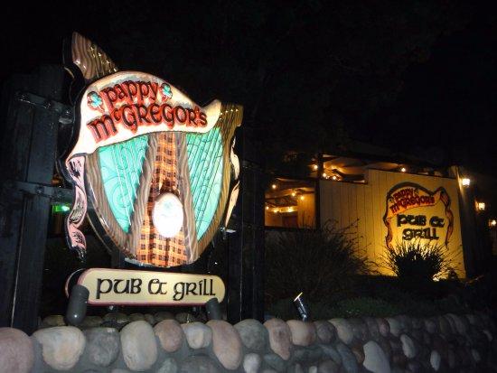 Pappy McGregor's Pub : Exterior in the evening