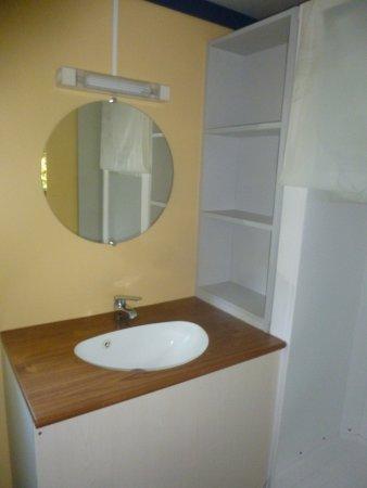 Camping Village grand Sud : toilette et douche