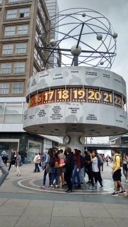 9bb5c618b40 Weltzeituhr  Relógio mundial mostrando algumas cidades brasileiras.  Weltzeituhr  Vista geral do relógio