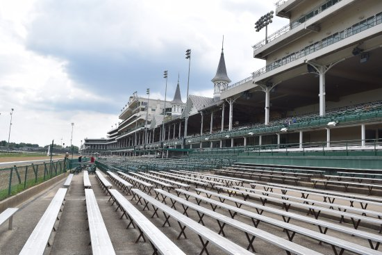 Kentucky Derby Museum: Tour of the track